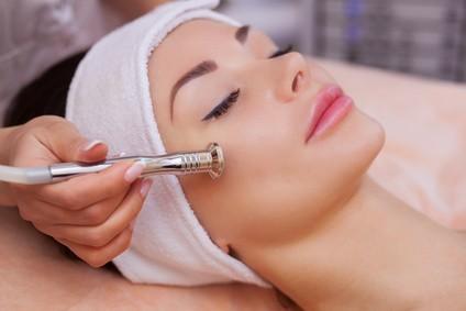 Gesichtsbehandlung Spezial (mit Mikrodermabrasion)